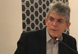Ricardo Coutinho tranquiliza servidores da educação e nega privatização