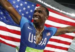 Atleta americano é flagrado no antidoping após beijar namorada