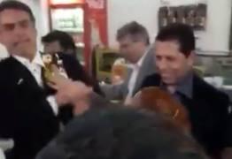 VEJA VÍDEO: Após João Dória é vez de Jair Bolsonaro levar ovada na cara
