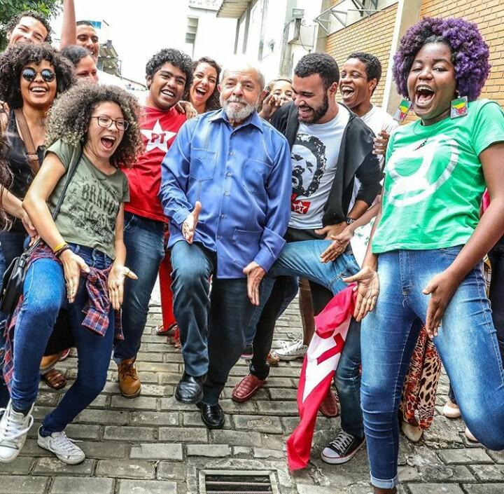 3d7a63a1 3874 439e bd75 29faac7cf4a3 - VEJA VÍDEO: Lula deixa o 'paz e amor' e vai para 'sarrada no ar' e bomba na internet