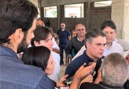 Prefeito de Patos visita obras do Teatro Municipal na companhia de parlamentares