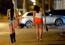 FESTINHAS POLÊMICAS: Vizinhos de galã da Globo querem expulsá-lo do condomínio por entra e sai de travestis nos apartamento