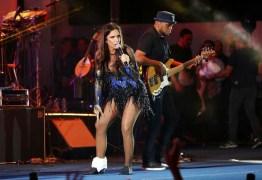 Ivete Sangalo se machuca no palco durante show em Brasília