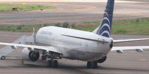 avião jovem pulou 300x150 - VEJA VÍDEO: Avião pousa enquanto turbina pega fogo