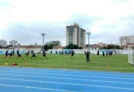 Botafogo faz treino técnico no campo anexo do Nilton Santos