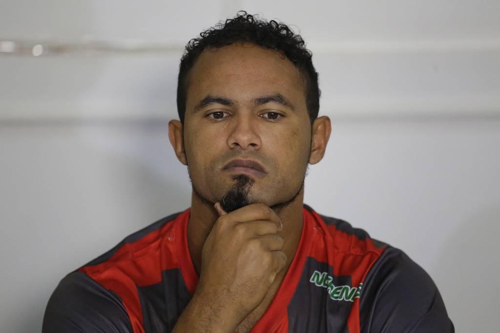 bruno goleiro - Após ser flagrado com mulheres e bebida Goleiro Bruno tem indulto retirado