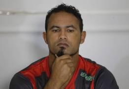 Após ser flagrado com mulheres e bebida Goleiro Bruno tem indulto retirado