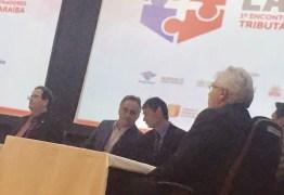 FLAGRA: Cartaxo e Romero são pegos conversando intimamente durante evento
