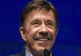 Em menos de uma hora, Chuck Norris sobrevive a dois infartos