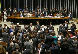 """Deputados criam frente partidária para barrar o """"distritão"""" na Câmara"""