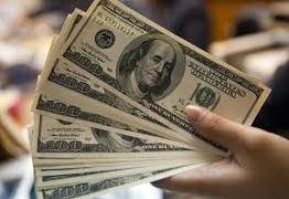Dólar cai antes das eleições e fecha a R$ 3,655, menor valor em cinco meses