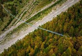 Suíça inaugura maior ponte suspensa para pedestres do mundo