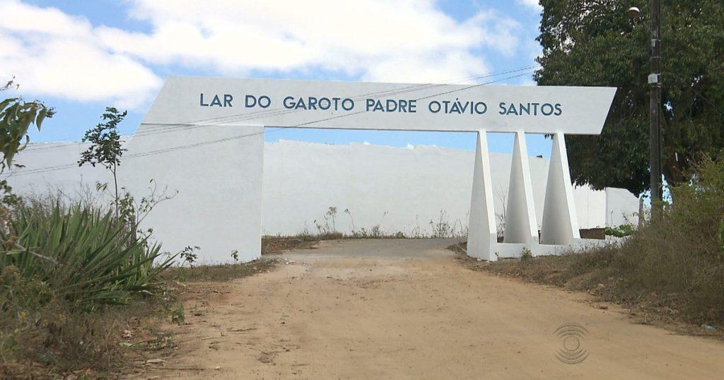 lar do garoto - REBELIÃO: Adolescentes fazem agentes reféns no Lar do Garoto; cinco fogem