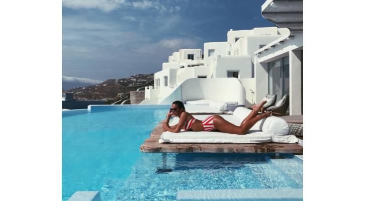 marquezine grecia - Bruna Marquezine sensualiza de biquíni durante férias na Grécia
