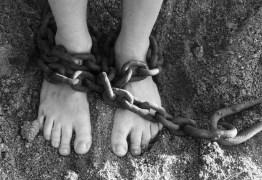 Pai mantinha filha autista em cárcere privado por mais de um ano