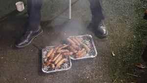 sub buzz 16961 1503507833 4 300x169 - Bombeiros salvam porcos de incêndio e comemoram salvamento com churrasco