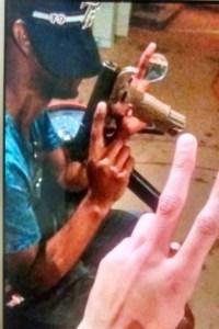 traficante preso manguinhos 200x300 - Traficante que aparece ostentando armas em rede social é preso em favela