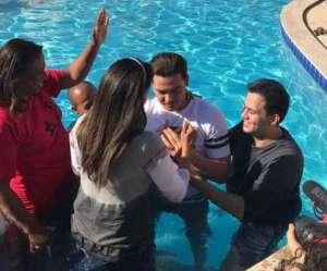 wesley safadao thyane 1 300x249 - Wesley Safadão e esposa são batizados em igreja evangélica