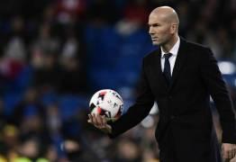 Zidane critica punição a Ronaldo e vê 'algo' por trás de decisão