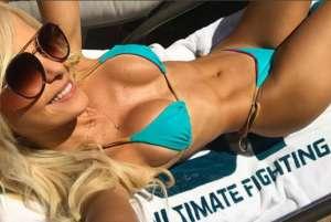 59b7ff258e579 300x201 - Ring girl do UFC esbanja sensualidade na web