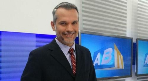 Alexandre Farias apresentador do ABTV 2ª edição - Jornalista de de afiliada da Globo está em coma induzido após ser atingido por bala perdida