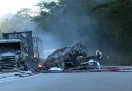 Acidente na BR-101 mata 11 membros de grupo de dança