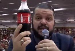 Pastor compara Nossa Senhora a garrafa de Coca-Cola e revolta católicos