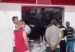Bandidos explodem agência bancária em Boqueirão nesta madrugada
