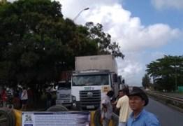 Caminhoneiros liberam tráfego na BR-101 na PB, mas mantém greve de abastecimento