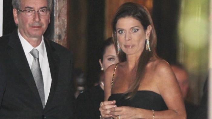 """eduardo cunha esposa claudia e1445021457617 - BANDIDO NOTÓRIO: """"É inacreditável"""", diz jornalista, sobre sua condenação por dano à imagem de Eduardo Cunha"""