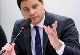 CCJ da Câmara aprova carteira profissional de radialista como documento de identidade válido