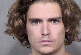 Filho mais novo de Van Damme é preso após ameaçar amigo com faca