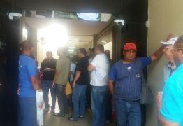 Agentes de saúde voltam a protestar e invadem a CMJP