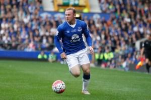 rooney2 300x199 - Flagrado dirigindo bêbado, Wayne Rooney tem carteira de habilitação suspensa na Inglaterra
