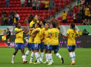 selecao brasileira de futebol feminino   andre broges comcopa   13 12 2013 300x220 - 'CONTRA-ATAQUE' - Exposição mostra como futebol feminino já foi proibido no Brasil