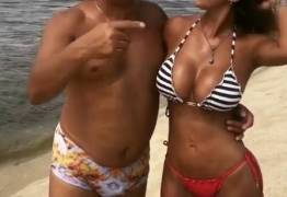 Esposa de Tiririca chama atenção em fotos de biquíne