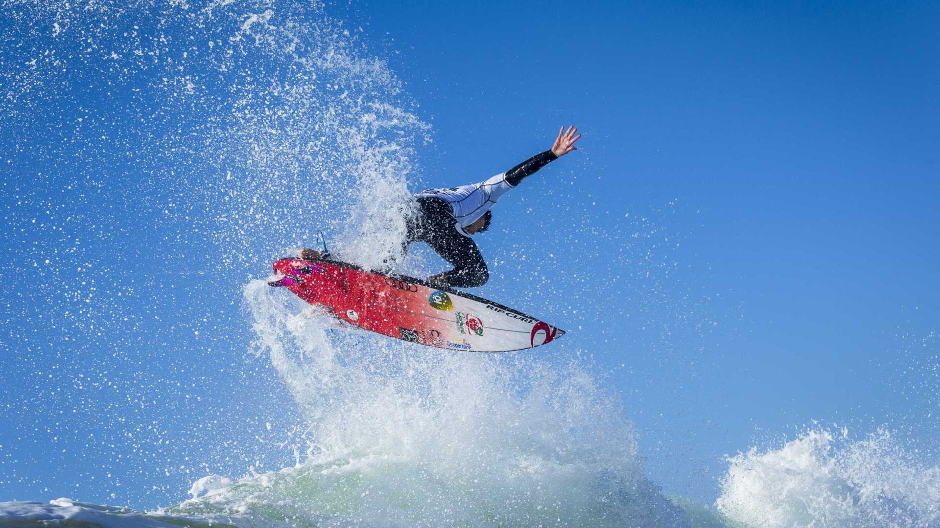 8859 - Medina vai às quartas de final da etapa de Portugal do Mundial de Surfe
