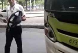 Volante de ônibus coletivo quebra e sai na mão de motorista