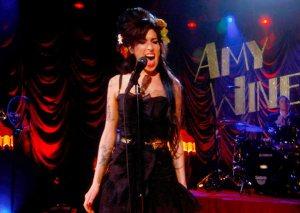Amy Winehouse 300x213 - Amy Winehouse pode ganhar musical sobre sua vida