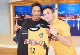 Ronaldinho Gaúcho anuncia projeto em parceria com o craque Falcão