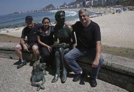 Grupo propõe que a população adote estátuas e outras obras do patrimônio publico