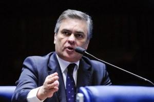 cassio 300x199 - Cássio quer voto aberto no Senado e questiona cautelares da Lava Jato
