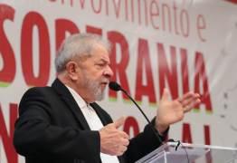 'Brasil está dividido entre candidatura e cadeia para Lula', diz jornal internacional