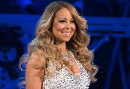 Mariah posa ao lado do namorado com o anel que o 'ex' lhe ofereceu