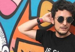 Apresentador é ameaçado de morte em rede social por ser homossexual