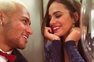 neymar bruna marquezine 300x200 - VEJA VÍDEO: Neymar e Marquezine cantam mesmo trecho de música romântica no Instagram