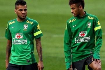 Jornal inglês critica 'arrogância' de Daniel Alves e 'egoísmo e insolência' de Neymar