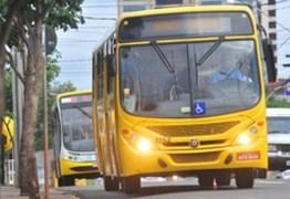 Homem é preso após levantar saia de mulher e colocar pênis para fora em ônibus