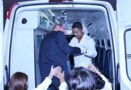 Paulo Bauer foi de ambulância ao senado votar na permanência de Aécio