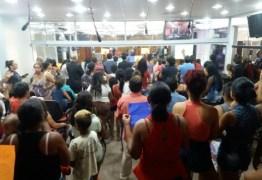 Moradores Sem teto fazem protesto contra expulsão de condomínio da Prefeitura em João Pessoa